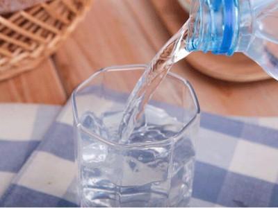 白开水搭配中药材,祛湿排毒一箭双雕